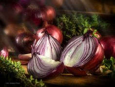 cebollas moradas - Unas cebollas listas para una salsa casera.