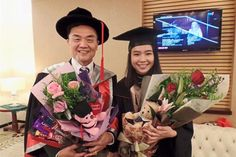Dr Ong and daughter Shien Ping posing for a photo after the graduation ceremony.