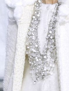 Chanel Winter White Plus Bling Fashion Details, Look Fashion, Fashion Outfits, White Fashion, Tweed Chanel, Chanel Chanel, Chanel Fashion, Chanel Jacket, How To Have Style