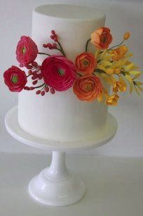 Wedding cake with California Poppies, By California Cake Baker Sweet And Saucy Shop. Bolo Floral, Floral Cake, Fondant Flowers, Sugar Flowers, Yellow Flowers, Colorful Flowers, Gorgeous Cakes, Pretty Cakes, Fondant Cakes