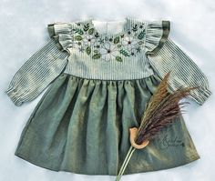 New Baby Dress Embroidery Products Ideas New Baby Dress, Dress Girl, Baby Girl Wallpaper, Floral Sleeve, Girls Dresses, Summer Dresses, Crochet For Boys, Summer Hats, Embroidery Dress
