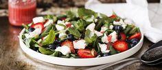 Kesäinen mansikkasalaatti saa seurakseen raikkaan mansikka-vinaigreten. Tämäkin resepti vain n. 5 €/annos*.