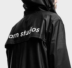 Regenjacke mit weißem Rückenprint Rain Jacket, Windbreaker, Blazer, Fashion, Jackets, Woman, Nice Asses, Rain Gear, Moda
