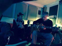 ♫'''...Great fun recording Chris Spedding & Glen Matlock & Slim Jim Phantom today at church row studios!! , photo by Dom Brown @dombrownmusic  25 août...☺...'''♫ https://twitter.com/dombrownmusic