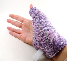 Texting Thumb Heat Pack Hand Wrap, hot cold wrap for hand, wrist, thumb... I need to make one of these. Badly.
