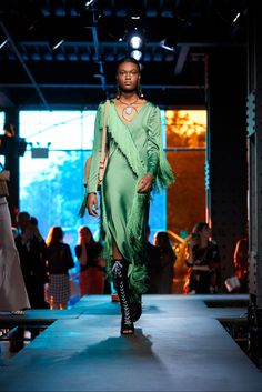 Sfilata Diane von Furstenberg New York - Collezioni Primavera Estate 2018 - Vogue