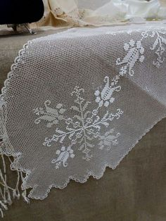 This Pin was discovered by Hul Cross Stitch Needles, Cross Stitch Embroidery, Hand Embroidery, Needle Lace, Needle And Thread, Crochet Tablecloth, Bargello, Antique Lace, Needlepoint