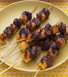 Peppered Pineapple-Beef Kebabs Party Platters, Beef Dishes, Food Dishes, Main Dishes, Kebabs, Beef Skewers, Tandoori Chicken, Beef Recipes, Cooking Recipes