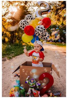 2nd Birthday Pictures, 2nd Birthday Party For Boys, Second Birthday Ideas, Toy Story Birthday, Baby Boy Birthday Themes, Fête Toy Story, Toy Story Party, Toy Story Theme, Festa Toy Store