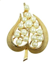 Vintage Trifari Pin Gold Textured Metal & Pearls Heart Shaped Leaf