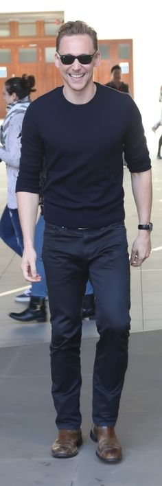 Tom Hiddleston at the BBC Radio 2 Studios on October 1, 2015 in London, England. Full size image: http://tomhiddleston.us/gallery/albums/userpics/10001/7651~0.jpg Source: http://tomhiddleston.us/gallery/thumbnails.php?album=585
