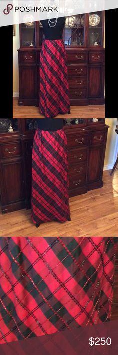 CHETTA B skirt Beautiful 100% silk CHETTA B EVENING skirt. Floor length. Hand beaded. Fully lined. Side zip. Has been altered to a 6 CHETTA B EVENING Skirts
