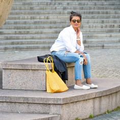IG_Love_Playiing_Dressup_Berlin_OOTD - white shirt, ripped jeans, goyard, petite, blogger, rayban, yellow goyard , espadrilles, faux leather jacket