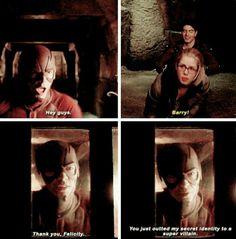 arrow and the flash image Arrow Funny, Arrow Memes, Arrow Cw, Team Arrow, Arrow Felicity, Supergirl Dc, Supergirl And Flash, Flash Funny, Flash Barry Allen