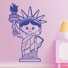 Vinilo infantil del famoso monumento que abandera a los Estados Unidos situado en la ciudad de Nueva York. Fue un regalo de los franceses a los estadounidenses en 1886 como símbolo de amistad entre los dos países. Ideal para habitaciones tanto de niños como de niñas. #decoracion #teleadhesivo