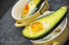 Avocado cu ou la cuptor Avocado Egg, Bacon, Sandwiches, Eggs, Breakfast, Food, Roll Up Sandwiches, Morning Coffee, Meal