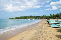Sri Lanka er av flere sentrale reisemagasiner både på nett og i print fremhevet som et av de mest spennende reisemålene for 2017. Jeg kunne ikke vært mer enig! Sri Lanka er forholdsvis nytt som turistmål og er det perfekte reisemålet for deg som liker å utforske og oppdage nye kulturer utenom opptråkkede turiststier. Kombiner deilige dager på stranden med spennende safariturer, et besøk i te-terrassene eller opplev eldgamle kulturminner på vakre Sri Lanka.
