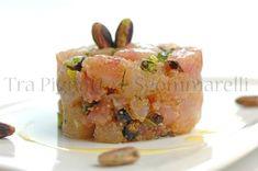 Crudo di ricciola, con pistacchi, amaranto e finocchietto selvatico