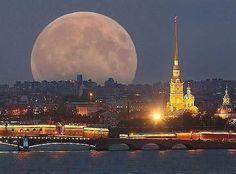 Луна над Питером, 2 часа ночи. Завораживающее зрелище!