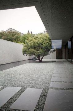 Sweet Home bei André Hauser, ©Rita Palanikumar Courtyard Design, Courtyard House, Garden Landscape Design, Patio Design, Landscape Architecture, Modern Landscaping, Backyard Landscaping, Minimalist Garden, Minimalist Architecture