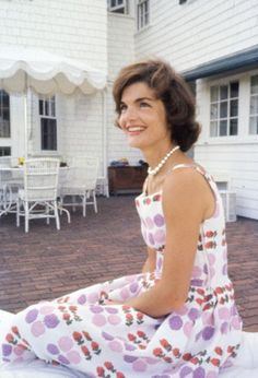 I've never seen this picture before…I just wish I could find it without a watermark.   Jackie in 1959 at Hyannis Port Woman crush everyday! Gosh she was stunning! ❤❤❤❤❤❤❤  http://en.wikipedia.org/wiki/Kennedy_Compound  http://en.wikipedia.org/wiki/Jacqueline_Kennedy_Onassis