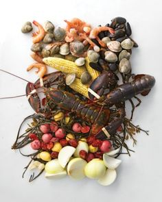A fun idea for Labor Day celebrating: Summer Living: Throw a Stove-Top Clambake - Martha Stewart Seafood Bake, Fresh Seafood, Fish And Seafood, Seafood Recipes, Seafood Stew, Cooking Recipes, Lobster Boil, Crab Boil, Lobster Dinner