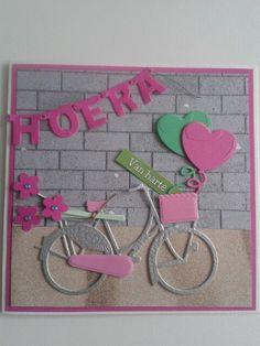 Van harte kaart met fiets.ballonnen en bosje bloemen op de pakjesdrager... Waar is het feestje.......