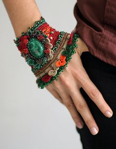 Malachite crochet cuff.  Something to do when I run out of things to do.  Not too sure what this cuff is all about, but I want one!