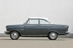El Opel Kadett fue un automóvil producido por Opel desde 1936 hasta 1941, y desde 1962 hasta 1991. Fue uno de los modelos más representativos de la historia de Opel. Tradicionalmente, desde el inicio de su producción en los años 30 hasta su desaparición en 1991, fue el superventas de la marca alemana.