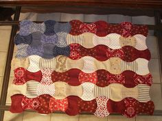 Apple core flag quilt - cute! no tutorial or pattern. Nothing goes together better than America and apple pie, right? Make a flag with the apple core pattern!