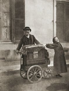 Organ player and street singer.   Paris 1898.  Photographer: Eugène Atget.