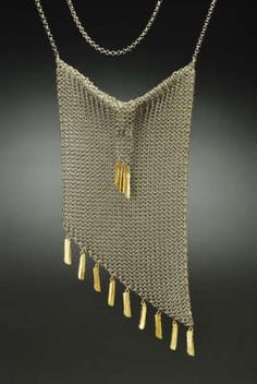 Reptilian Metal Gowns : chainmaille scales fannie Schiavoni