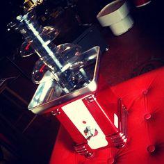 #Chocolate fountain (#fonte de chocolate) para fondues, importada dos EUA (Nostalgia Electrics) (R$ 415). Loja vai até às 19h.(at Antiquário XIII)