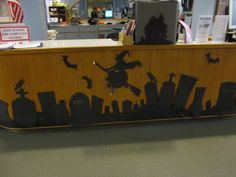 Front of circulation desk decorated for halloween, use black bulletin board paper for cutouts. Office Halloween Themes, Halloween Cubicle, Halloween Books, Halloween Diy, Halloween Decorations, Halloween 2018, Office Party Decorations, Desk Decorations, Diy Halloween Activities