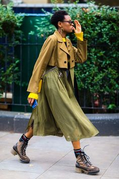 Fashion Tips Moda The Best Street Style From London Fashion Week.Fashion Tips Moda The Best Street Style From London Fashion Week Big Fashion, Look Fashion, Fashion Outfits, Womens Fashion, Fashion Tips, Fashion Trends, Classy Fashion, Fashion 2018, Grunge Outfits