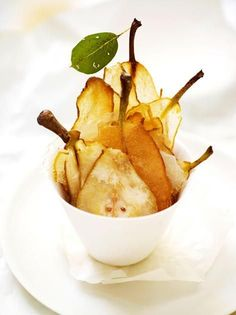 Birnen-Chips: Rezept Pear chips are all-rounders and you can use the whole pear for the recipe – without any residues! We reveal the recipe for pear chips. Healthy Eating Tips, Healthy Drinks, Healthy Snacks, Healthy Recipes, Pear Recipes, Baby Food Recipes, Snack Recipes, Vegetable Drinks, Finger Foods