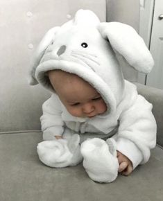 Baby clothes should be selected according to what? How to wash baby clothes? What should be considered when choosing baby clothes in shopping? Baby clothes should be selected according to … So Cute Baby, Baby Kind, Cute Baby Clothes, Cute Kids, Cute Babies, Cute Children, Funny Babies, The Babys, Baby Outfits