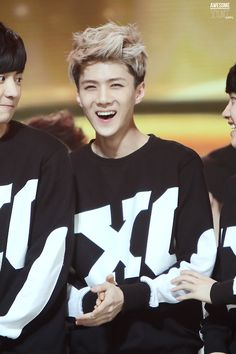 "Sehun smile """"""""""""""""""""""""""""""""die""""""""""""""""""""""""""""""""""""<<< AL OF THEM ARE JUST LIKE OH MY GOD HEA SMILING"