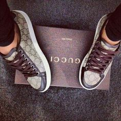 Gucci winter 2015 What a lovely bag made by Gucci. Gucci makes very beautiful bags! I love them(Gucci Watches,Gucci Wallets,Gucci Sunglasses,Gucci Shoes)very much,It looks great! Gucci Sneakers, Coach Sneakers, Cute Shoes, Me Too Shoes, Baskets Gucci, Bühnen Design, Marken Outlet, Stilettos, Pumps
