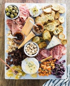 tabua de queijos e enchidos