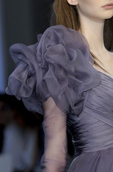Christophe Josse at Couture Fall 2010 - Details Runway Photos Sleeves Designs For Dresses, Fancy Blouse Designs, Stylish Dress Designs, Stylish Dresses, Fashion Dresses, 2000s Fashion, Trendy Fashion, Fashion Show, Fashion Black