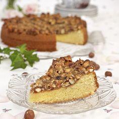 Baka en härlig kaka med nöt- och mandeltäcke.
