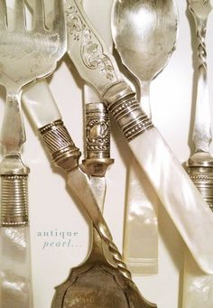 Antique silverware with mother-of-pearl handles. Like fine vintage jewelry! Vintage Love, Vintage Silver, Antique Silver, Vintage Decor, Vintage Style, Vintage Items, Or Antique, Antique Market, Perfume Bottle