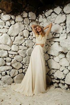Caemos rendidos ante el estilo bohemio para una novia romántica y sencilla, sobre todo después de ver esta increíble recopilación de impresionantes vestidos.