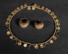 Beautiful Sumerian necklace @ Iraqi Museum in Baghdad, Iraq.