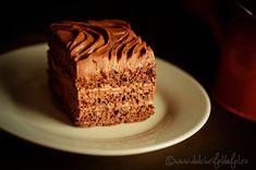 """Mod de preparare Prajitura """"Trufa de ciocolata"""": Blat de prajitura:  Separam albusurile de galbenusuri. Albusurile le batem spuma tare cu un praf de sare,"""