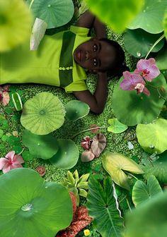 El talentoso artista holandés Ruud van Empel crea montajes digitales fotorrealistas mediante la combinación de cientos de sus propias imágenes.