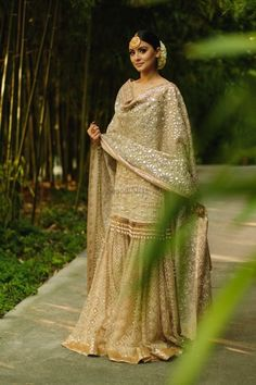 Indian Bridal Outfits, Pakistani Bridal Dresses, Pakistani Outfits, Bridal Dupatta, Indian Gowns Dresses, Indian Fashion Dresses, Indian Designer Outfits, Indian Engagement Outfit, Engagement Outfits