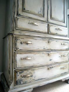 Paint with some bronze or gold before the chalk paint and let dry. Distressed furniture in Paris Grey Chalk Paint® decorative paint by Annie Sloan - The Lily Pad Cottage Redo Furniture, Diy Furniture, Painted Furniture, Distressing Chalk Paint, Distressed Furniture, Repurposed Furniture, Chalk, Chalk Paint, Furniture Inspiration
