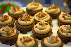 Gingerbread Cucpakes w/ Cinnamon Cream Cheese Frosting • Food, Folks and Fun